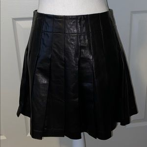 ALICE + OLIVIA Leather Pleated Skirt 🖤
